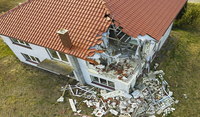 A Guide to Dealing with Wind Damage Roof Insurance Claims